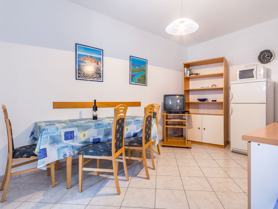 ferienwohnung 558 2 istrien firma reiseb ro blaue adria herr david kiwitt. Black Bedroom Furniture Sets. Home Design Ideas