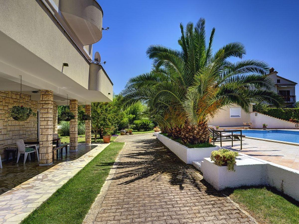 Ferienwohnung 360 4 istrien firma reiseb ro blaue adria herr david kiwitt - Garten mit palmen gestalten ...