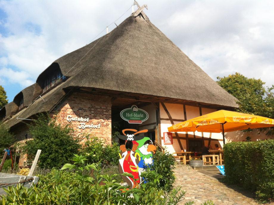 Gutshof Bastorf - Eingang Hof-Markt