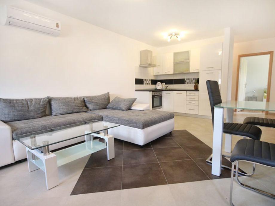 Traumhaft schönes Wohnzimmer mit offener Küche