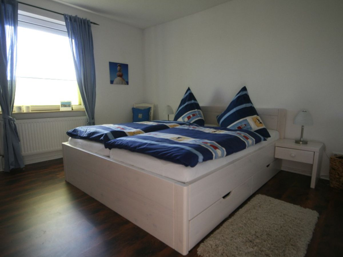 ferienhaus deichhaus in nordstrand nordseek ste nordstrand firma nordsee meerurlaub frau. Black Bedroom Furniture Sets. Home Design Ideas