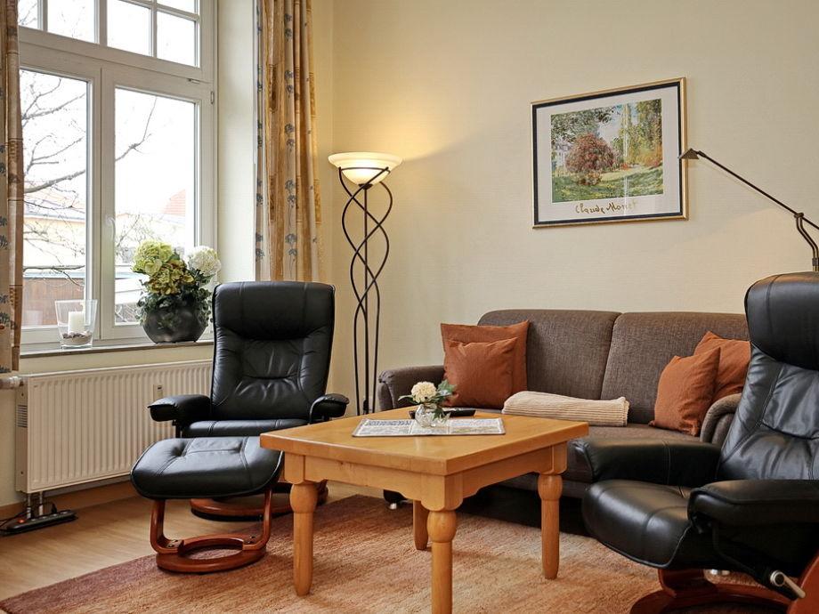 Wohnbereich mit Couch und 2 Sessel