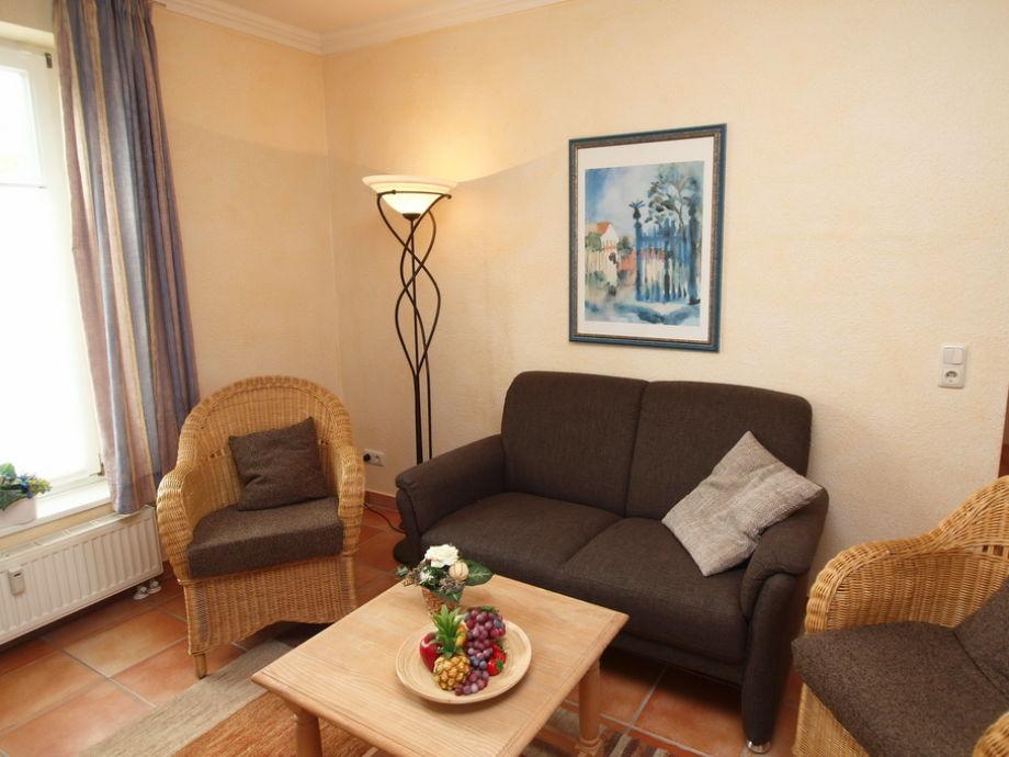 Wohnbereich mit Terrasse und Flatscreen-TV