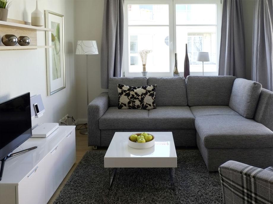 Wohnbereich mit gemütlicher Couch mit Longchair