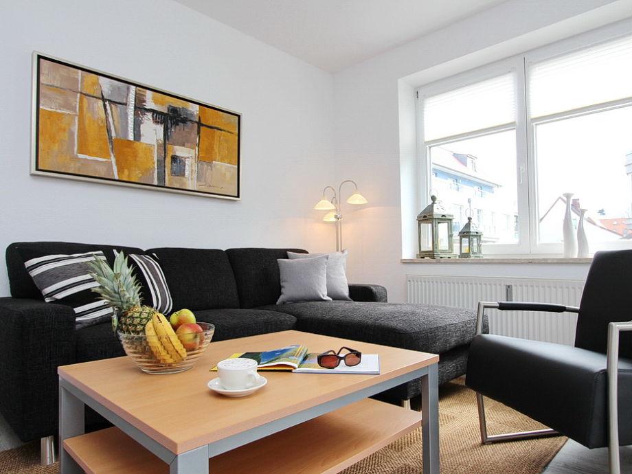 modernes Wohnzimmer mit Zugang zur Terrasse
