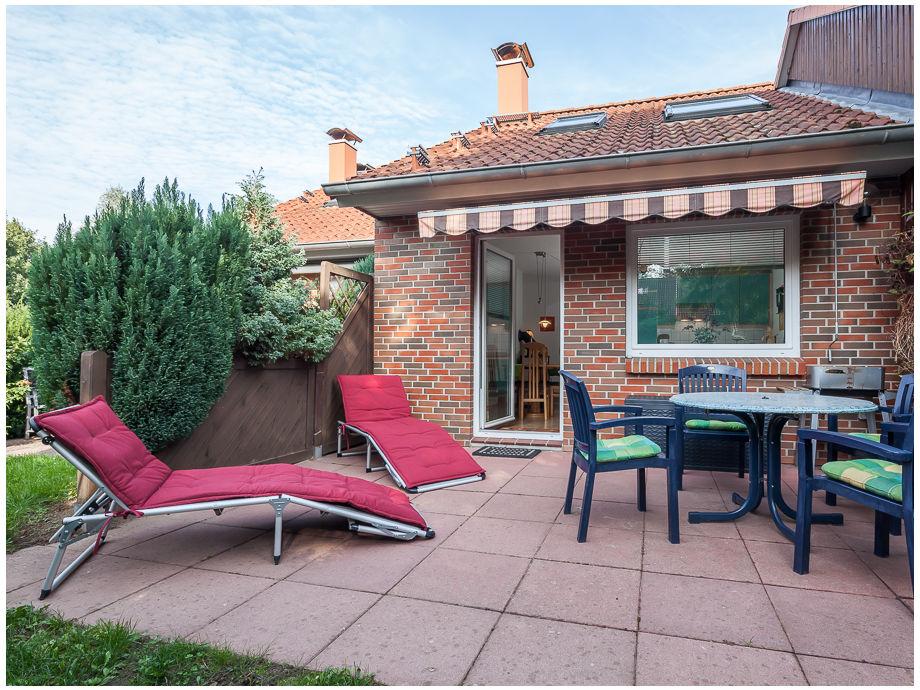 Blick auf die Terrasse und den Wohnbereich
