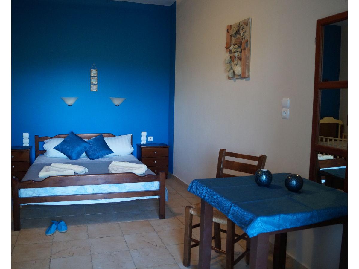 ferienhaus hera pitsidia kreta frau iris andrianakis. Black Bedroom Furniture Sets. Home Design Ideas
