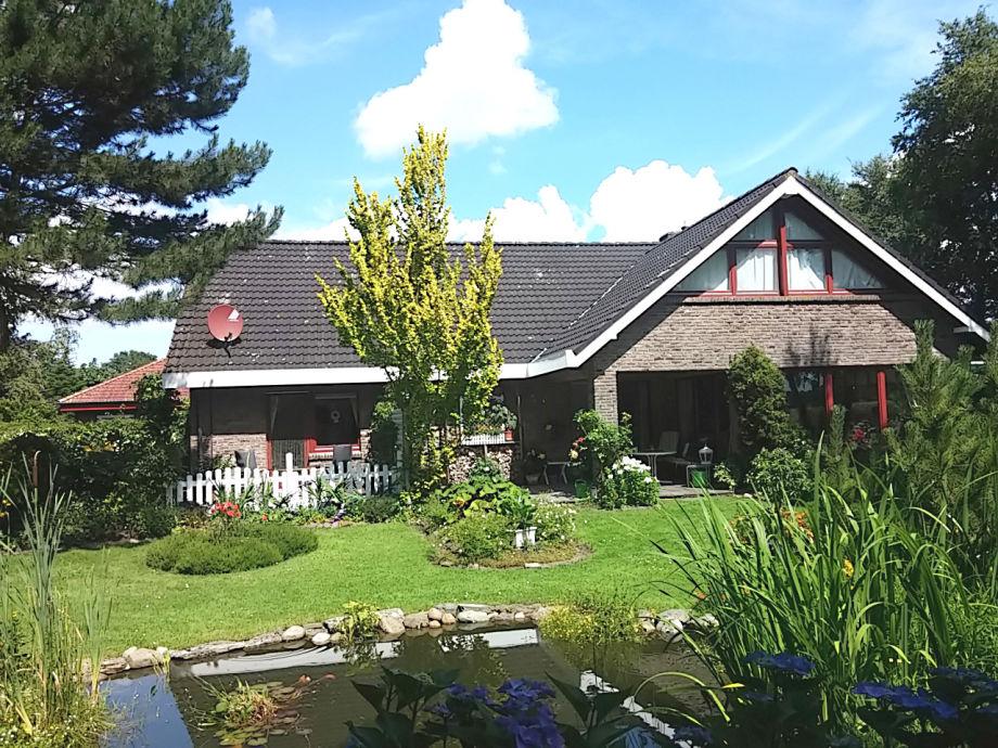 Haus und Garten. Ferienwohnung links unten.