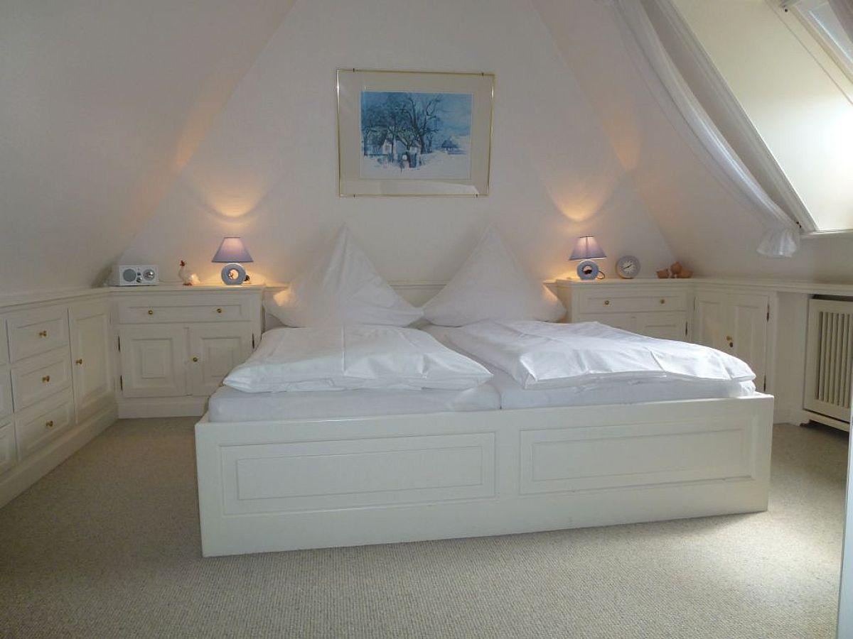 Farben Lichtdurchflutete Obergeschossebene Romantisches Schlafzimmer .