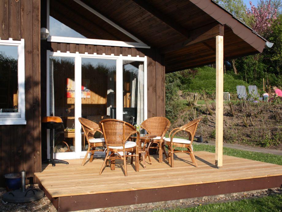 Terrasse mit Blick auf die Wiese