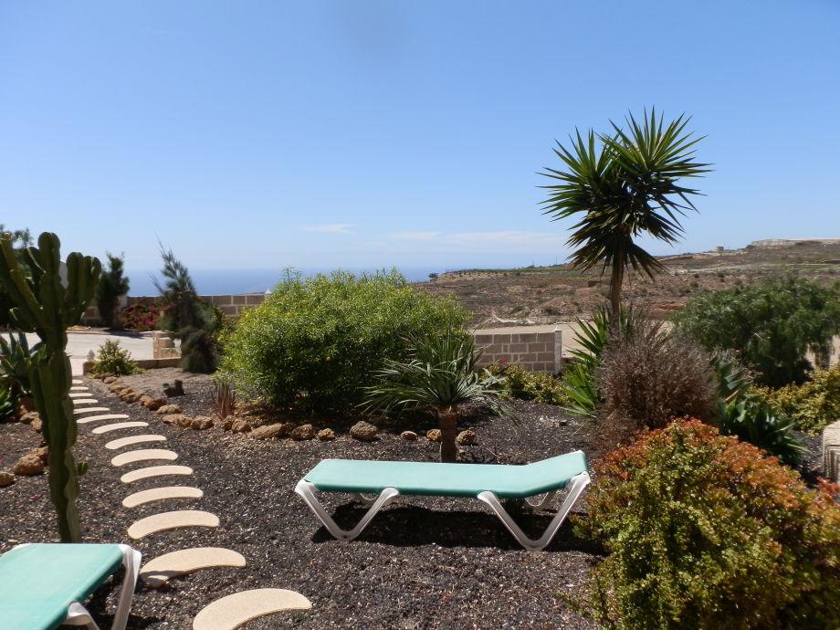 Vorgarten der Ferienwohnung B mit Meerblick