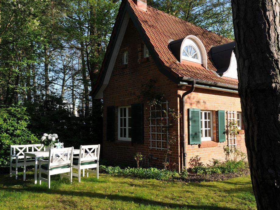 Hausseite mit Sitzplatz