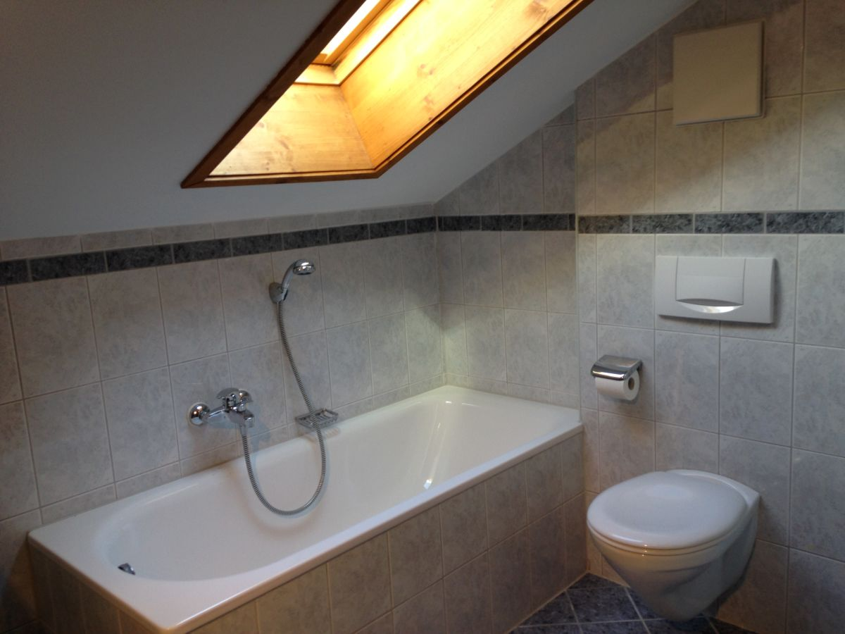 Ferienwohnung johanna oberbayern frau johanna latzelsperger for Badezimmer mit dusche und wanne