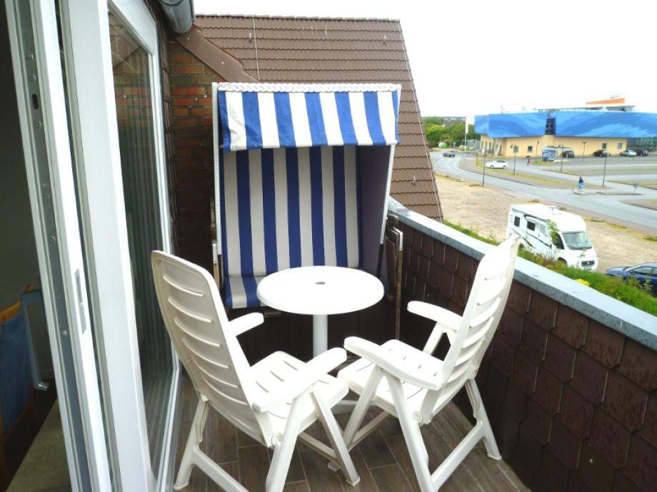 Strandkorb mit Terrassenmöbel