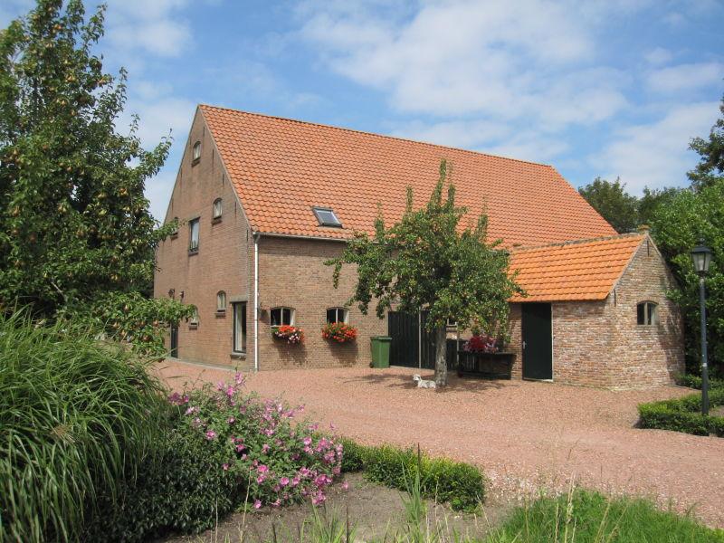 Großzügiges Ferienhaus mit Terasse (ADE15)