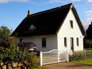 Ferienhaus Reetdachhaus Vier Jahreszeiten