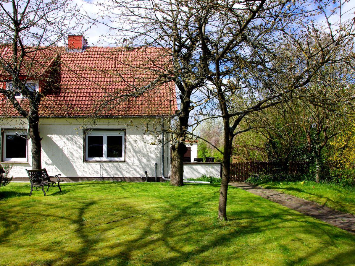Ferienhaus kastanienweg klocksin firma vermittlung von ferienwohnungen frau angela stolz - Herbstdeko vor dem haus ...