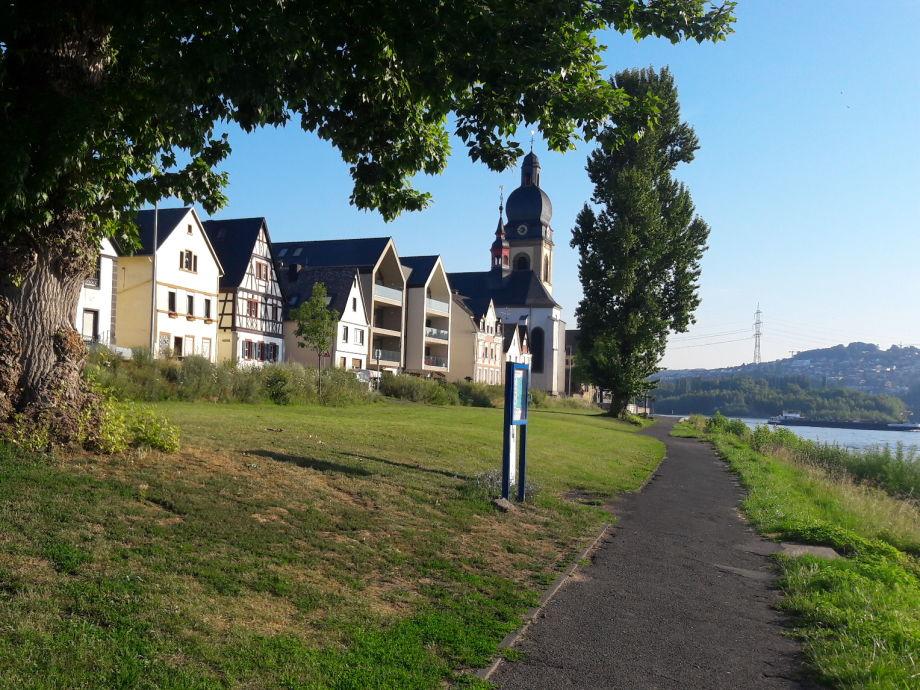 unser Ferienhaus direkt am Rhein stehend