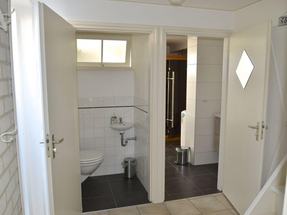 Separate Toilette und Badezimmer
