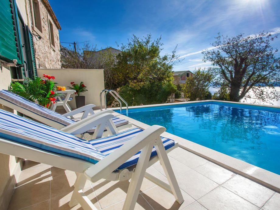 Außenbereich mit privaten Pool
