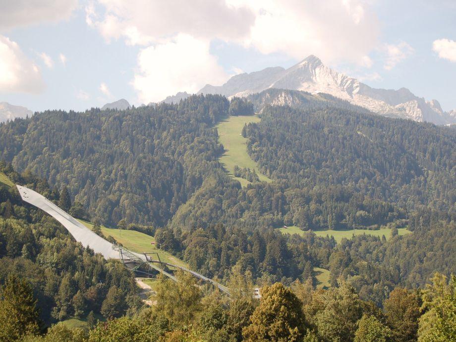 Blick auf Olympiaschanze u. Alpspitze
