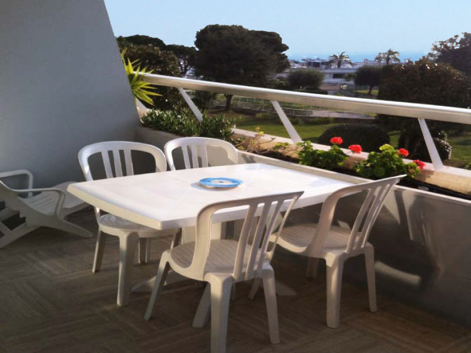 Meerblick über den privaten Garten der Marina