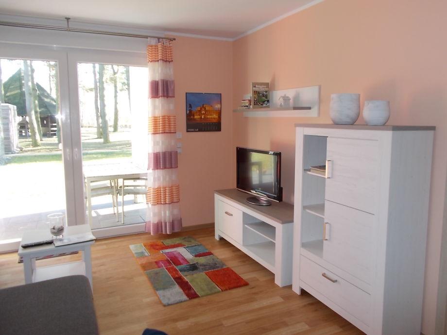 Wohnzimmer mit Blick zur Terasse