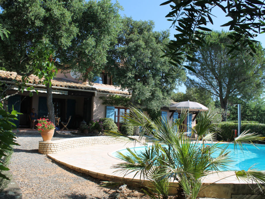 Ferienhaus mit Pool und Ausblick