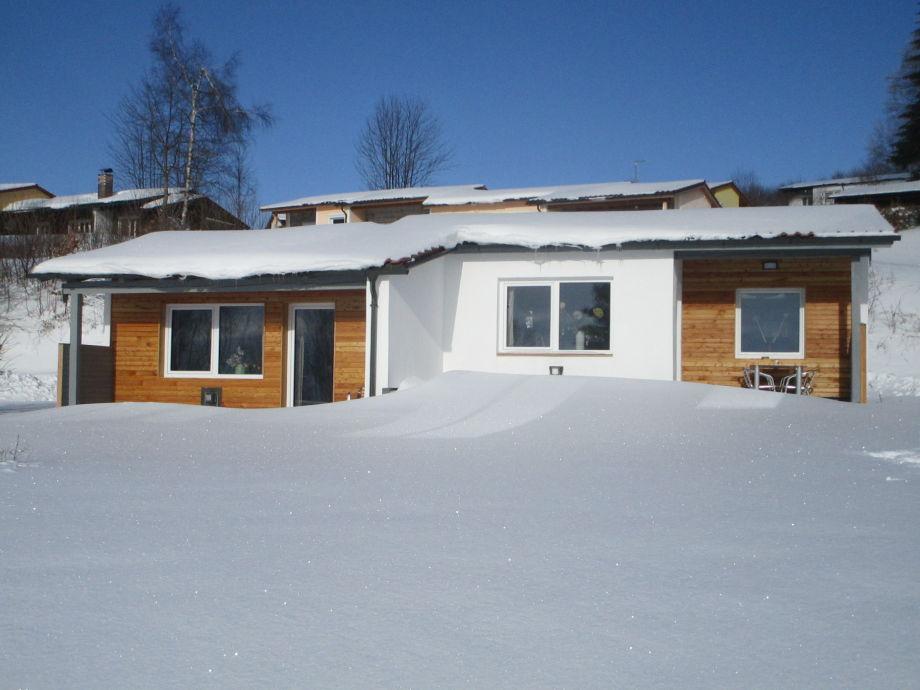 Ferienhaus im Schnee