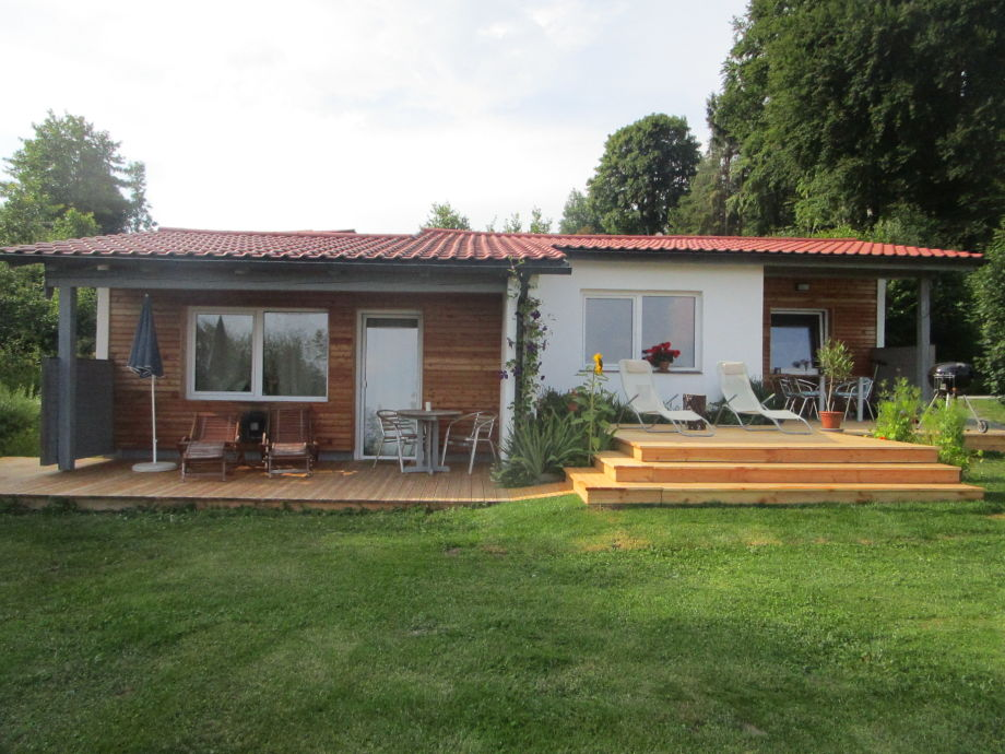 Ferienhaus mit wunderbarer Holzterrasse