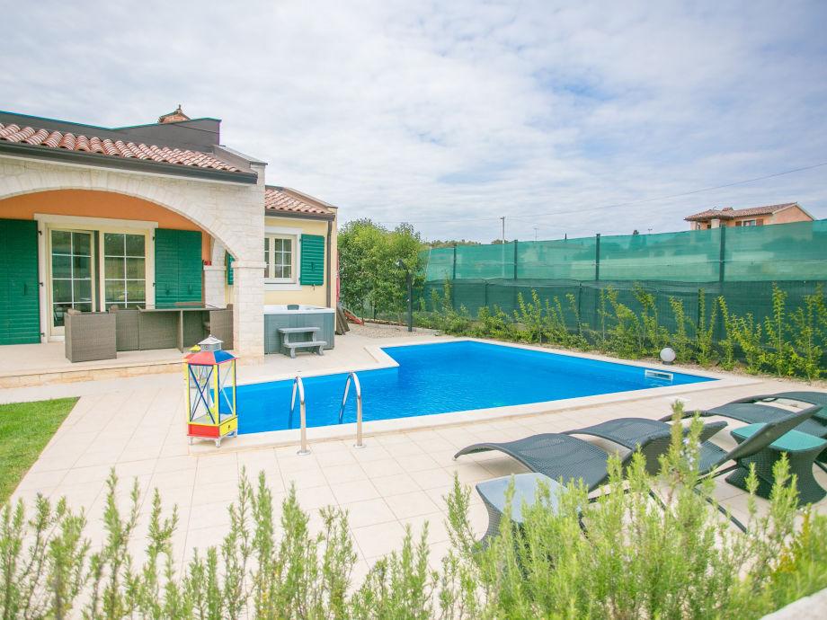 Villa mit Pool und Jacuzzi