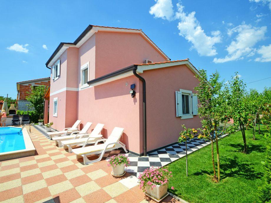 Villa Marija Gedici with charming outdoor area