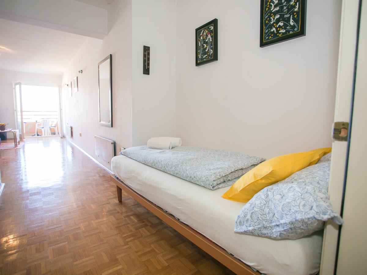 bett im wohnzimmer wohnzimmer bett ferienwohnung zimic porec porec istrien firma bett im. Black Bedroom Furniture Sets. Home Design Ideas