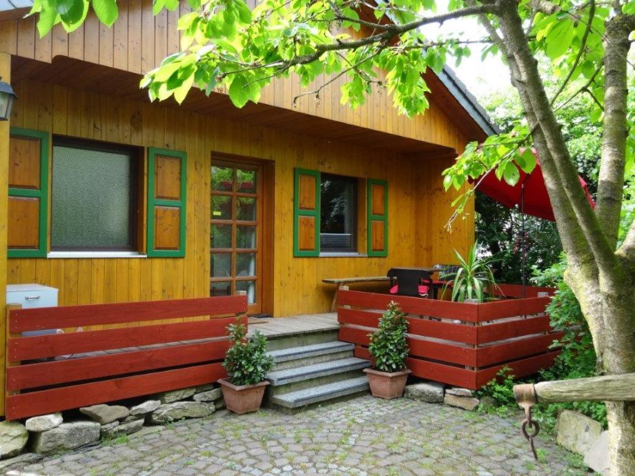 Eingang mit teilweiser überdachter Terrasse