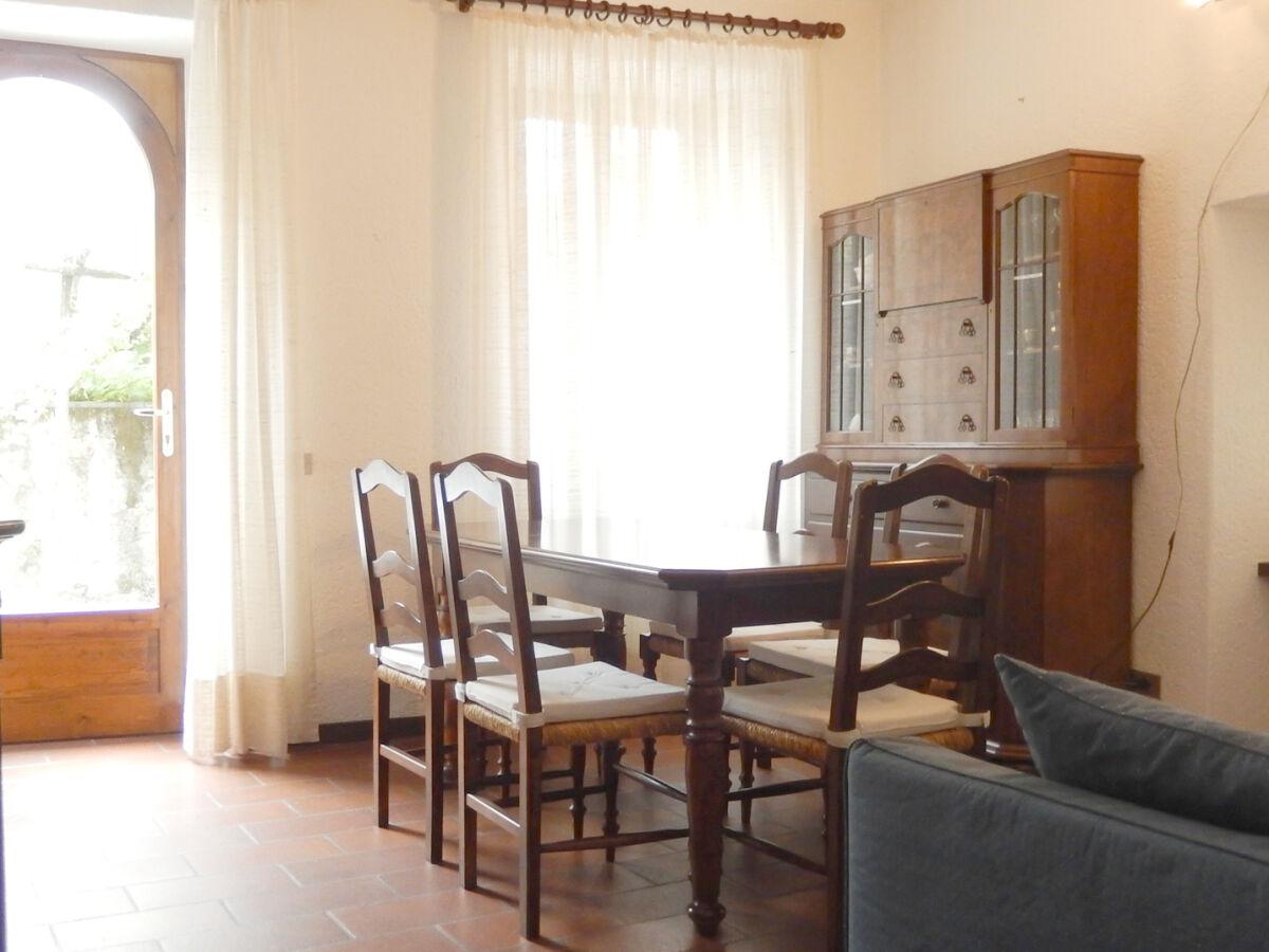 ferienwohnung casa ricci cannero riviera firma agenzia immobiliare marlis zanetti frau. Black Bedroom Furniture Sets. Home Design Ideas