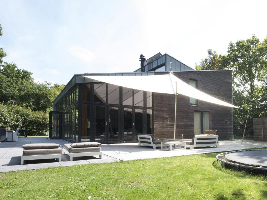 Die luxuriöse Villa mit sonnigem Garten