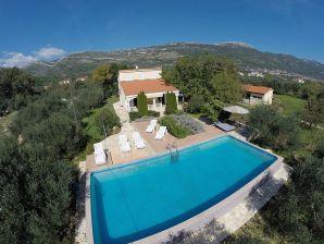 Ferienhaus auf großem Anwesen mit Pool