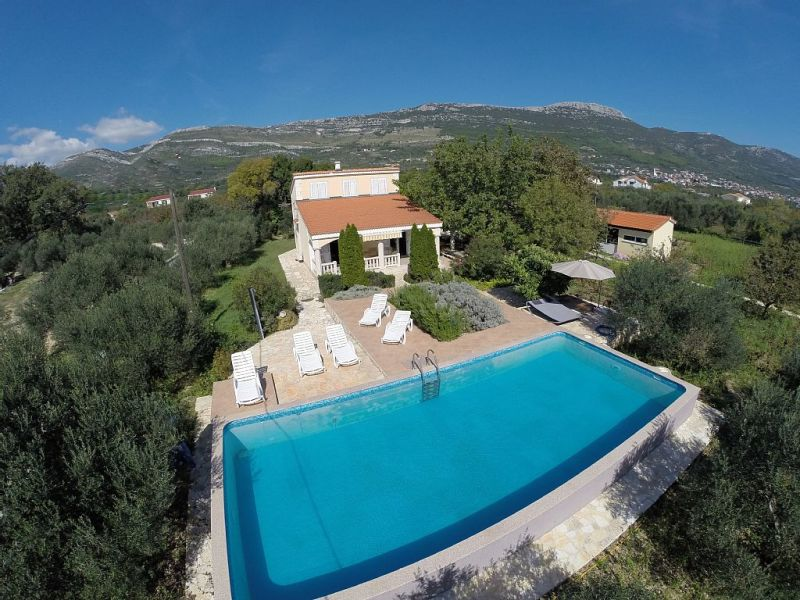 Holiday house Huge property with swimming pool
