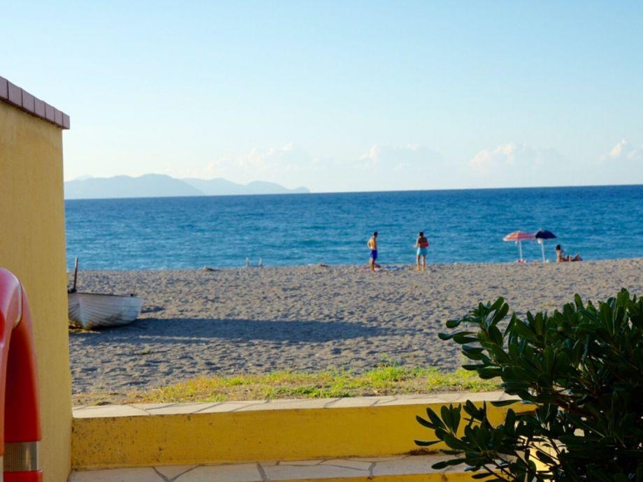 2., ca. 25 m² große Terrasse mit direktem Strandzugang
