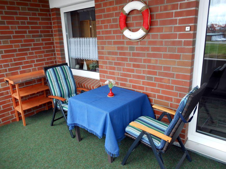 Balkon mit Gartenmöbeln !
