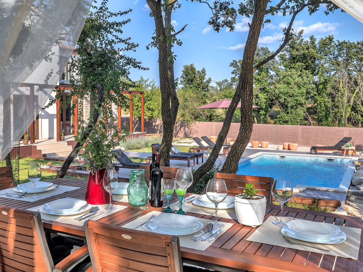 villa leggera istrien hrboki firma obrt za turizam bonsai mr ivan ugar. Black Bedroom Furniture Sets. Home Design Ideas