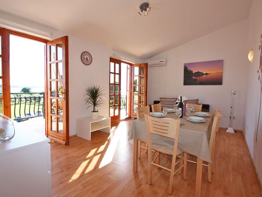 ferienwohnung 50 m vom kiesstrand fazana istrien firma obrt za turizam bonsai mr. Black Bedroom Furniture Sets. Home Design Ideas