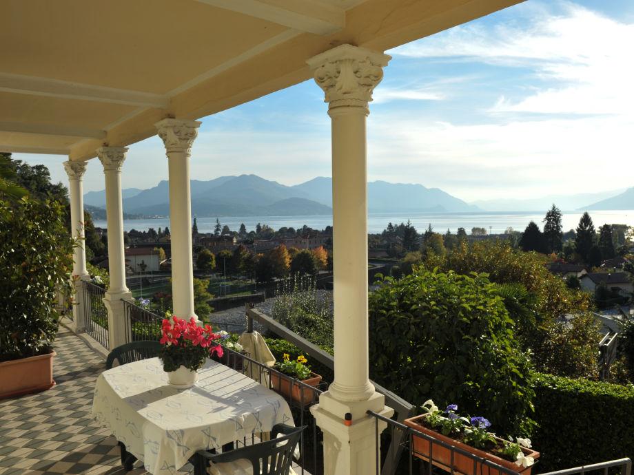 ... schöner Sicht auf die Dächer von Maccagno & den See