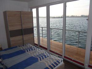 Hausboot Luxus Ferienwohnung im schwimmenden Haus