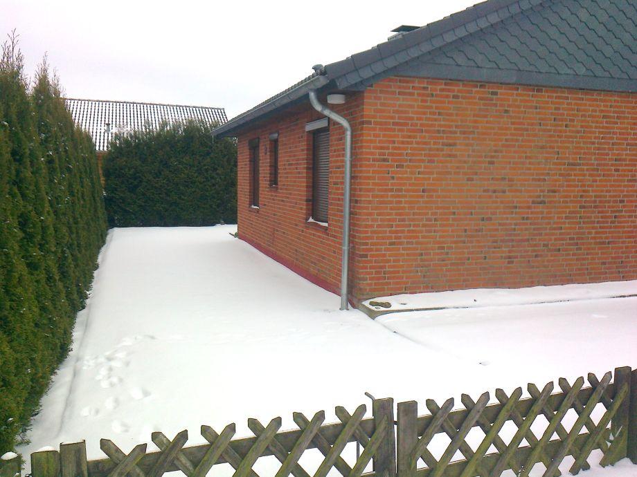 Parkplatz linke Seite vom Haus