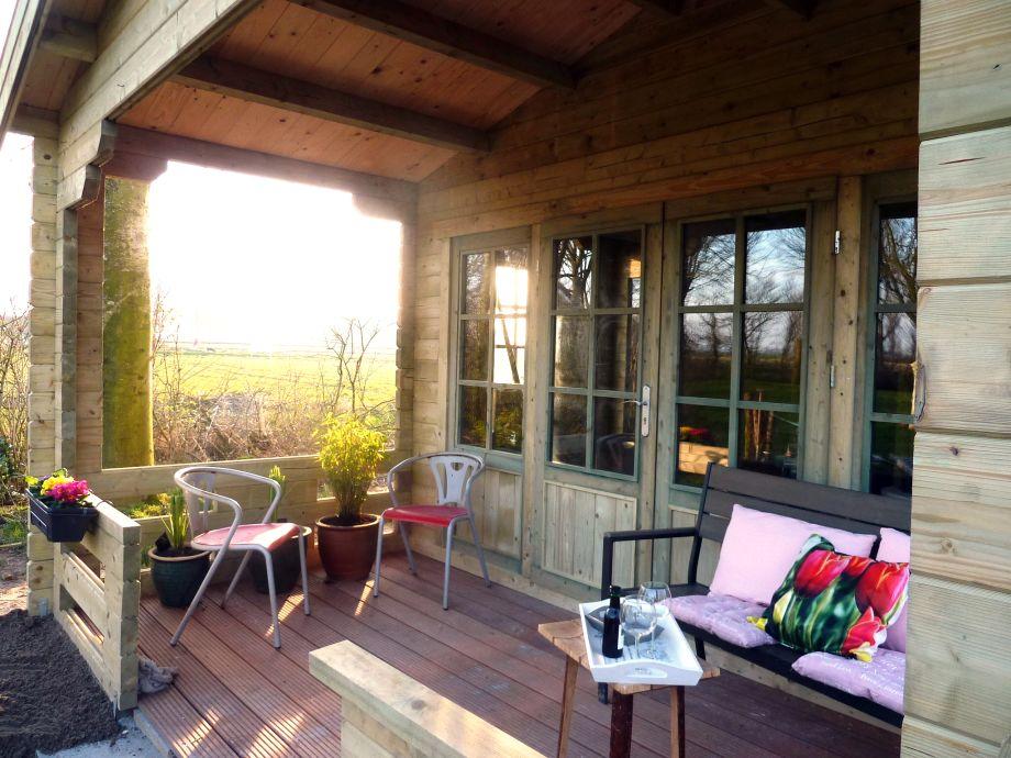 Überdachte Terrasse für schöne Abende
