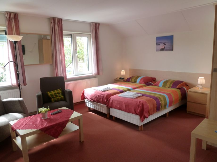 Das Schlafzimmer mit zwei Einzelbetten