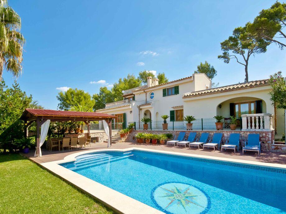 Blick auf die schöne Villa