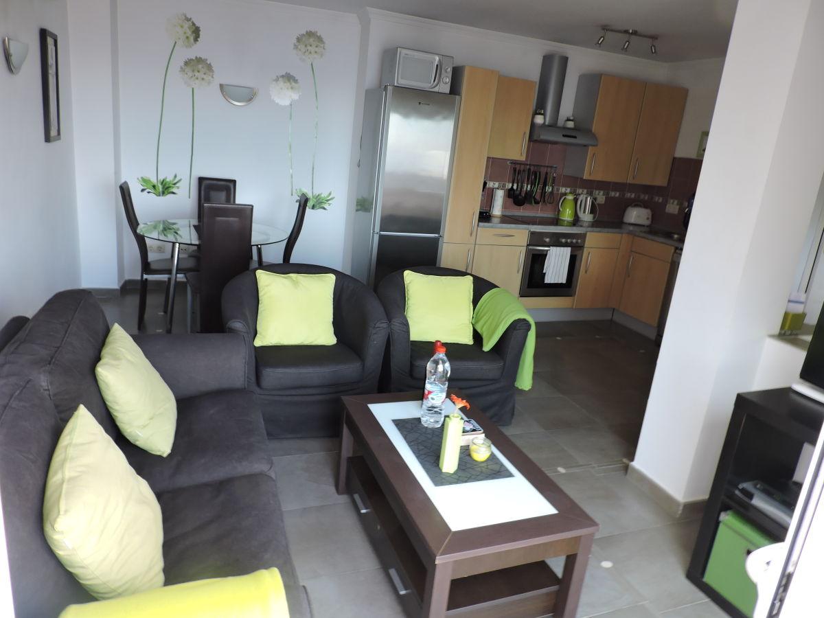 wohnzimmer mit offener küche – Dumss.com