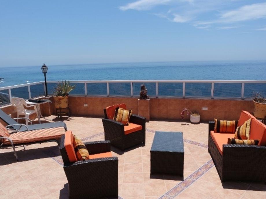 Terrasse mit Loungemöbeln...